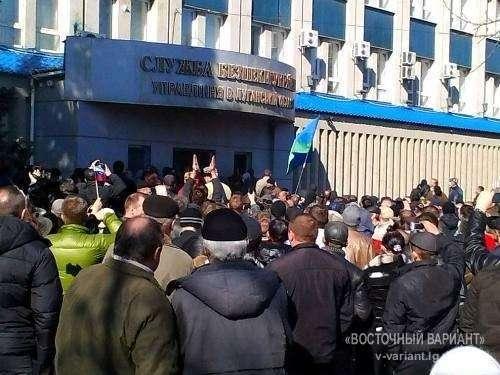 В Луганске захватили СБУ, а  в Донецке объявили полную мобилизацию и всеобщую забастовку с 07.04.2014