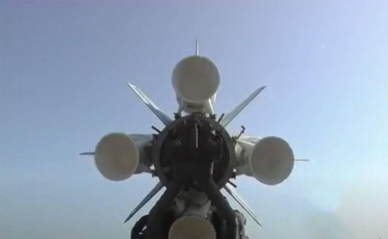 Сирийская ПВО сбивает ракеты в небе террористического Израиля