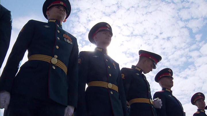 Российские военные, силовики и курсанты начинают получать выплаты