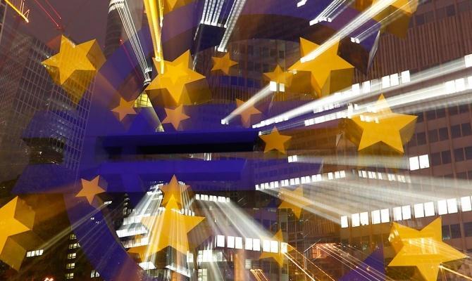 Экономика еврозоны замедляется всё больше, евро дешевеет