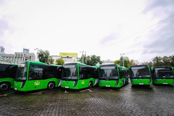 Благодаря дорожному национальному проекту автопарк Екатеринбурга пополнился новыми автобусами НЕФАЗ