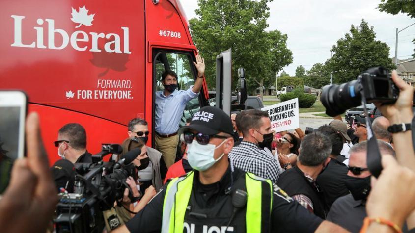 Премьер Канады Трюдо ради власти расколол страну