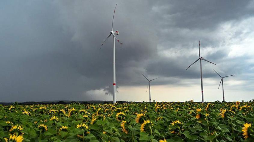 Цены на электроэнергию в ЕС выросли в 2 раза из-за отсутствия ветра