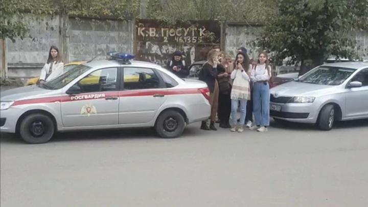 Стрельба в Перми: студенты выпрыгивали из окон, спасаясь от убийцы