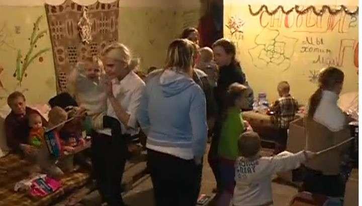 Подразделение «Оплот» помогает выжить дончанам, прячущимся от бомб в подвалах
