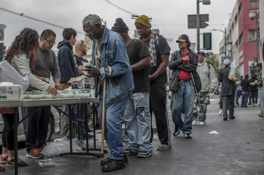 Как в США всем бедным «оплачивают квартиры, питание и выдают денежное пособие»