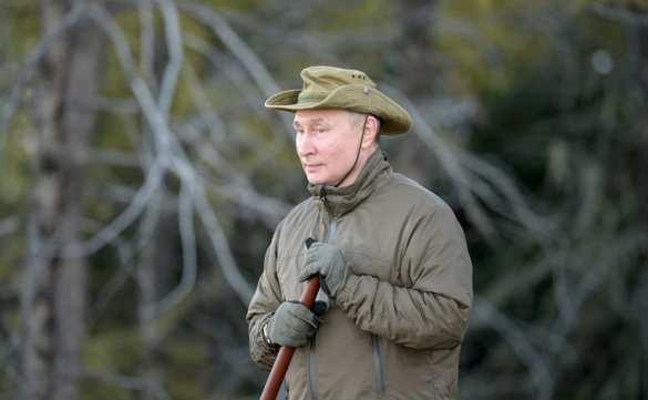 Ловил рыбу и ночевал в палатке: опубликованы кадры отдыха Путина в тайге | Русская весна