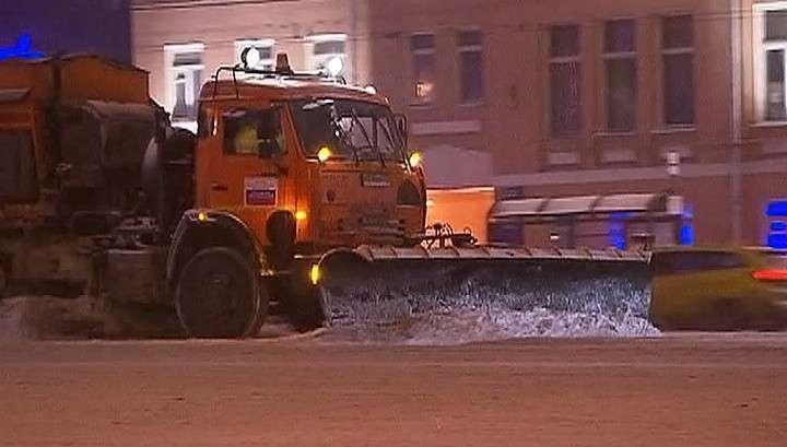 Улицы Москвы убирают 14 тысяч единиц техники
