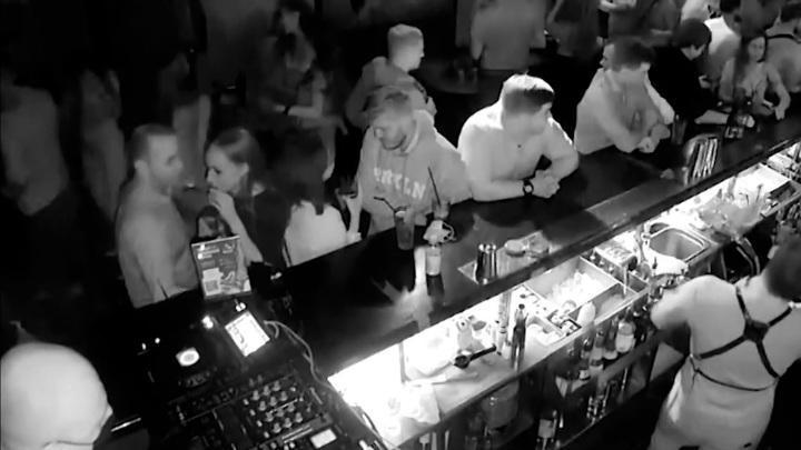 Пьяные морпехи США украли рюкзак у детского психолога в Москве