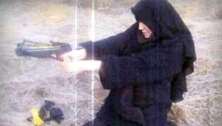 Cherchez la Femme: жандармерия ищет вооружённую сообщницу террористов