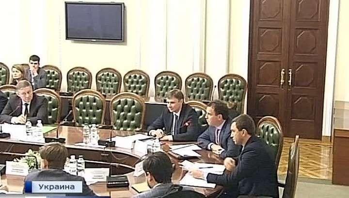 Украине придётся досрочно гасить кредит Януковича