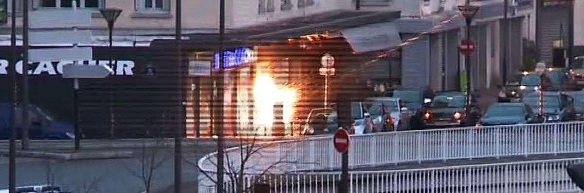 Lors de l�assaut des brigades rapides d�intervention (BRI) pendant la prise d�otages dans un magasin casher près de la porte de Vincennes, le 9 janvier.