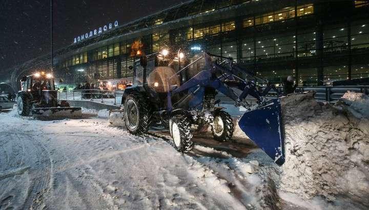 Снегопад в Москве: 171 авиарейс задержан, 35 отменено