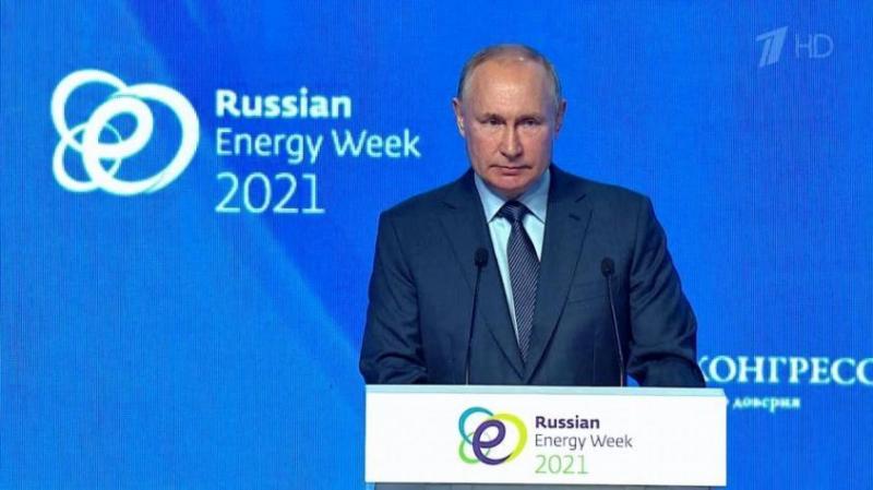 Путин: США вынуждают нас отказаться от доллара, и менять мы его будем не на крипту