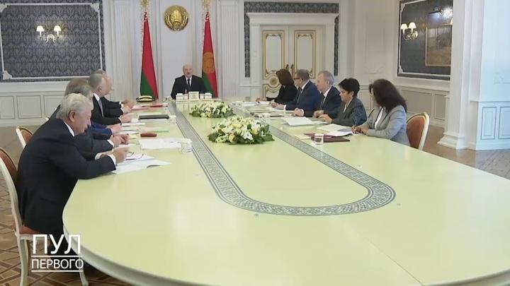Лукашенко: пришло время перераспределить полномочия Президента Белоруссии