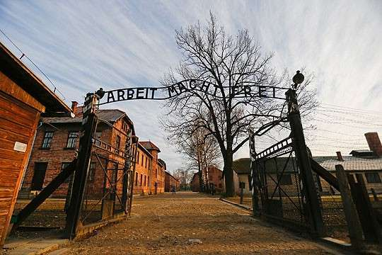 Путин отказался от поездки на 70-летие освобождения Освенцима