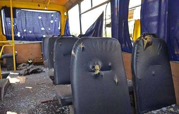 Число погибших в обстреляном автобусе под Волновахой выросло до 12 человек