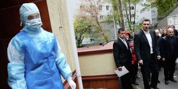 Число пострадавших от «зеленой воды» в Киеве растет