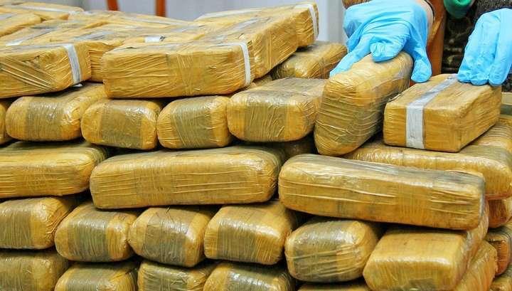 Во время ремонта в московском подземном переходе нашли залежи наркотиков