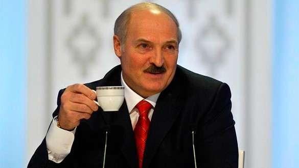 Лукашенко: На примере Украины видно, куда затягивает
