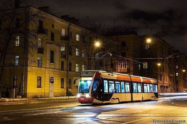 На улицы Санкт-Петербурга вышли низкопольные трамваи ТрамРус