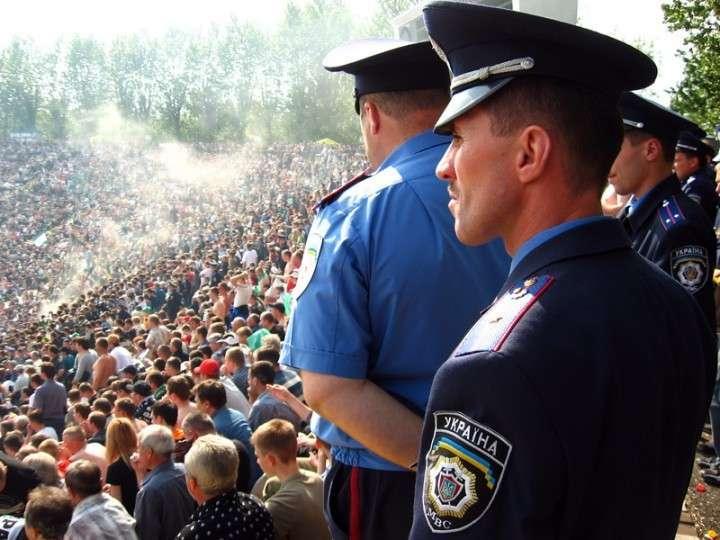 Милиция отказалась от штурма администрации в Донецке