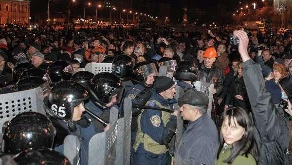 Милиция блокирует митингующих в Харькове. 7 апреля 2014