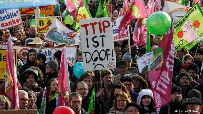 Тысячи немцев вышли на демонстрацию против свободной торговли с США