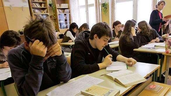 Европа все ближе: В Киеве отменили бесплатное питание в школах. школа ученики учеба