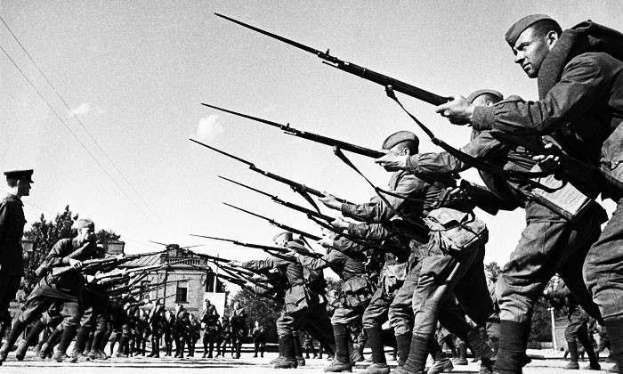 «Кто в рукопашной не дрался с русскими, тот войны не видал». В подавляющем большинстве случаев «в штыки» первыми бросались именно наши бойцы
