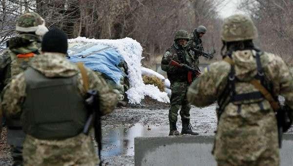 Украинские военнослужащие возле Донецка. Архивное фото