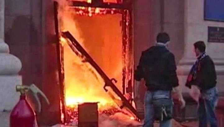 Радикалы напали на журналиста, освещавшего суд по делу о пожаре в Доме профсоюзов
