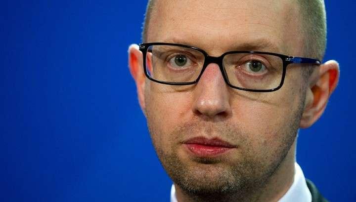 Самозванец Яценюк поручил подготовить экономику к полному переходу на военные рельсы