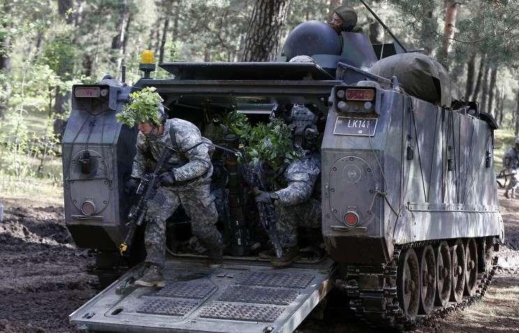 Минобороны Белоруссии: НАТО стягивает к границам страны тяжелое вооружение
