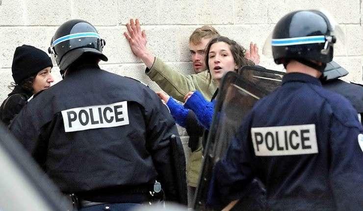 Митинги во Франции: полиция не щадит ни женщин, ни детей (АУДИО)