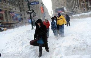 На Нью-Йорк надвигается одна из самых сильных в истории снежных бурь