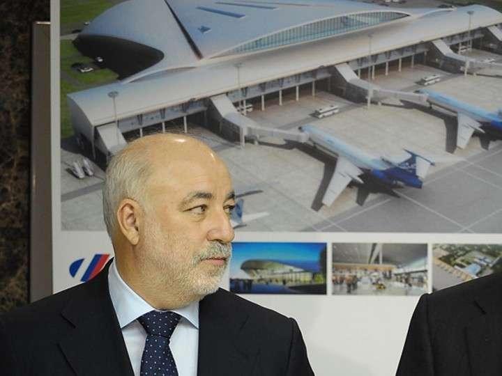 Вексельберг перевел аэропорты из офшора в Россию
