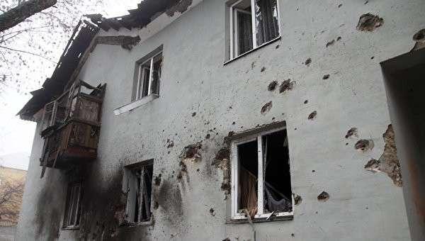 Украинская артиллерия расстреляла троллейбус в Донецке