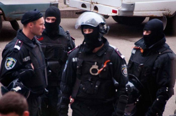 Днепропетровская милиция надела георгиевские ленточки. Вот тут и началась истерика