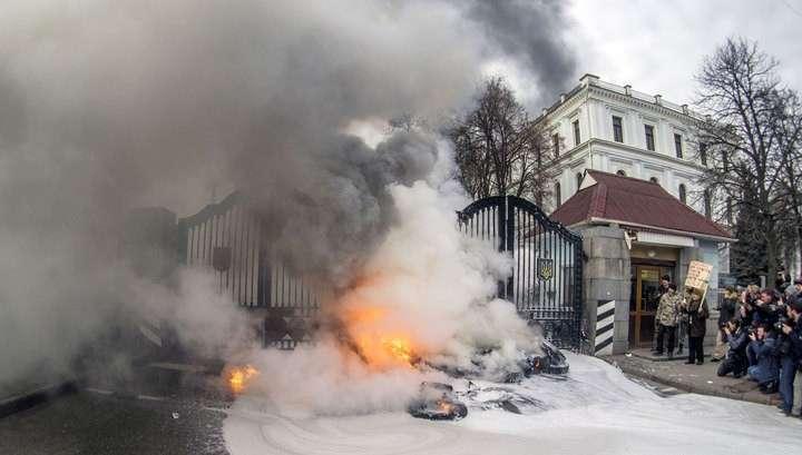 В Киеве начался штурм администрации президента Украины