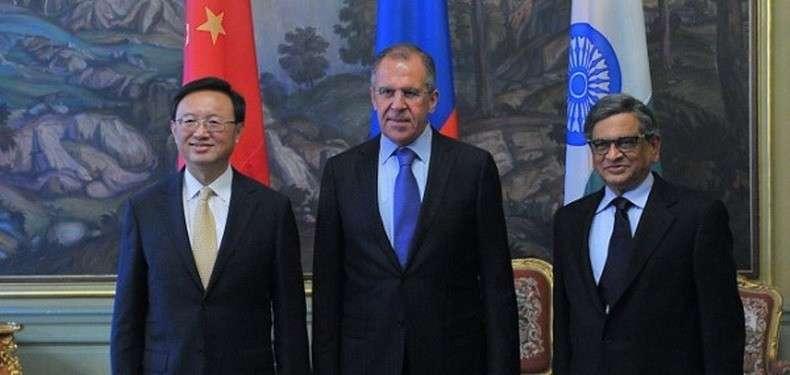 Зачем Владимиру Путину угонять МВФ?