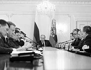 Путин пока еще надеется, что это правительство сможет ответить на вызовы, стоящие перед Россией