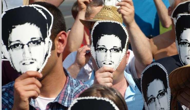 Эдвард Сноуден маска люди поддержка