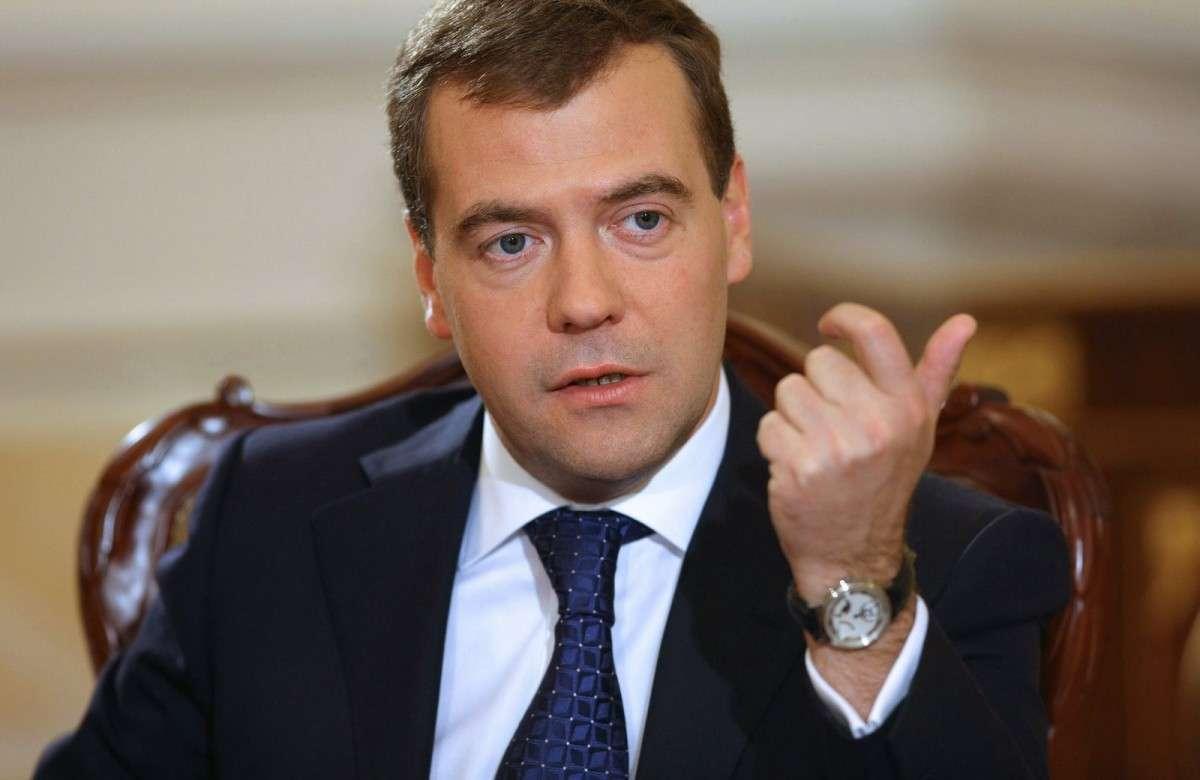 Закон об упрощённом получении гражданства РФ претерпевает странные метаморфозы - не обошлось без Медведева