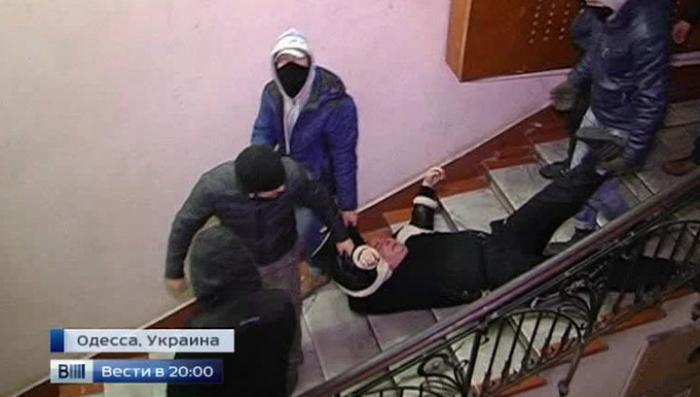 Расправа над журналистами: сторонники Майдана кулаками навели «демократический порядок»