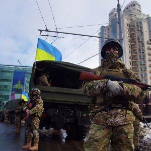 Поставки оружия на Украину ввергнут США и ЕС в состояние войны