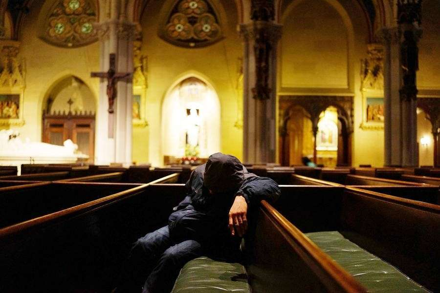 Католическая церковь США разрешила приходить на церковную службу голым