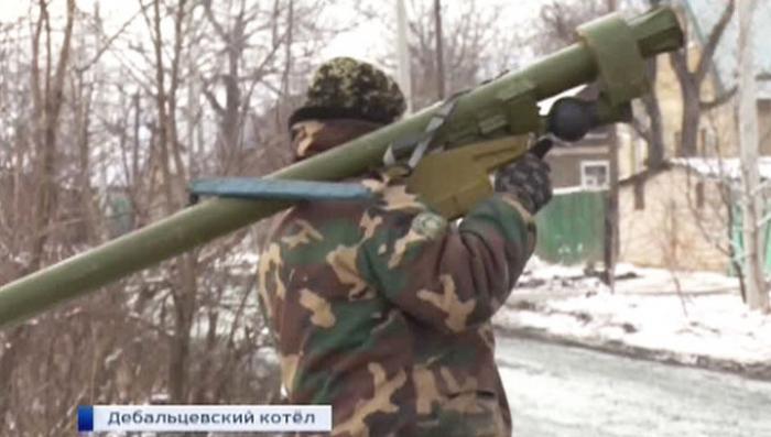 Украинские силовики в Дебальцеве массово сдают оружие