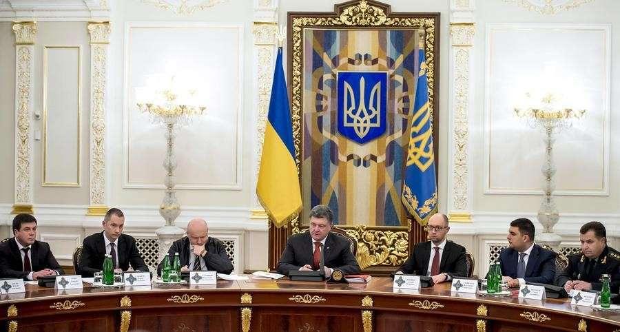 Порошенко просит СНБО рассмотреть вопрос о введении миротворцев на восток страны