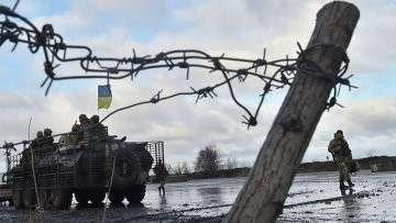 Украинские военнослужащие возле штаба операции в городе Краматорск. Архивное фото